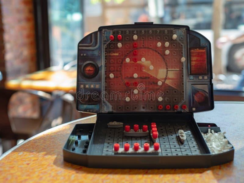 Un côté de jeu de société de cuirassé fait par Milton Bradley images stock