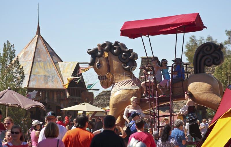 Un caballo gigante en el festival del renacimiento de Arizona fotografía de archivo
