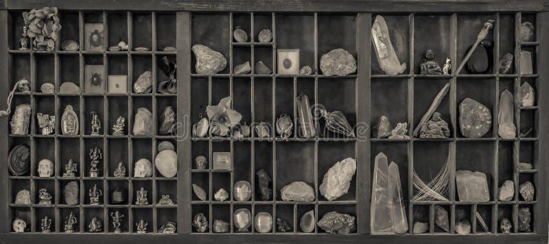 Un Cabinet de curiosités photo libre de droits