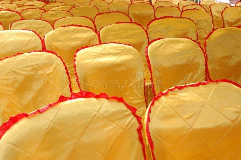 Un cache jaune d'or et de service photo stock