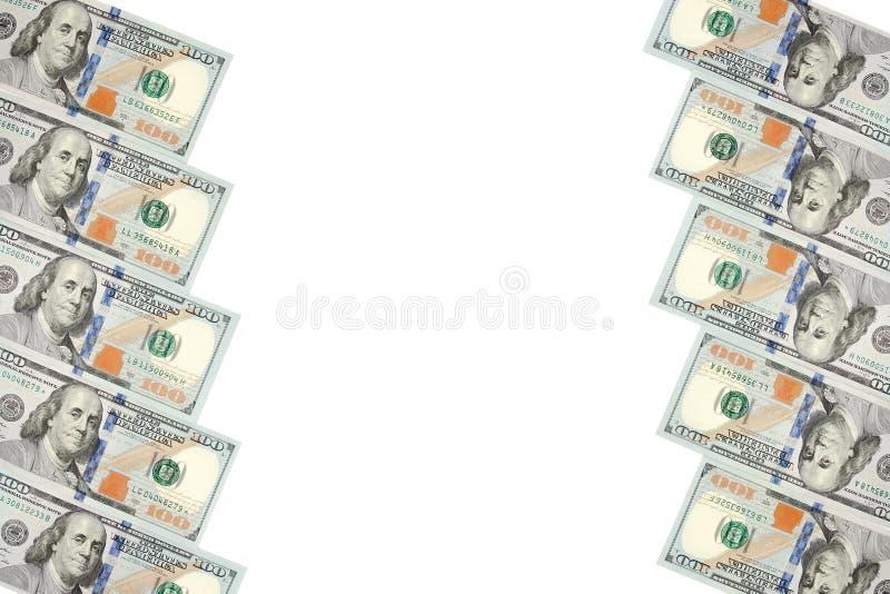 Un cadre de deux rangées des factures de cent dollars Fond blanc sur la ligne centrale photographie stock