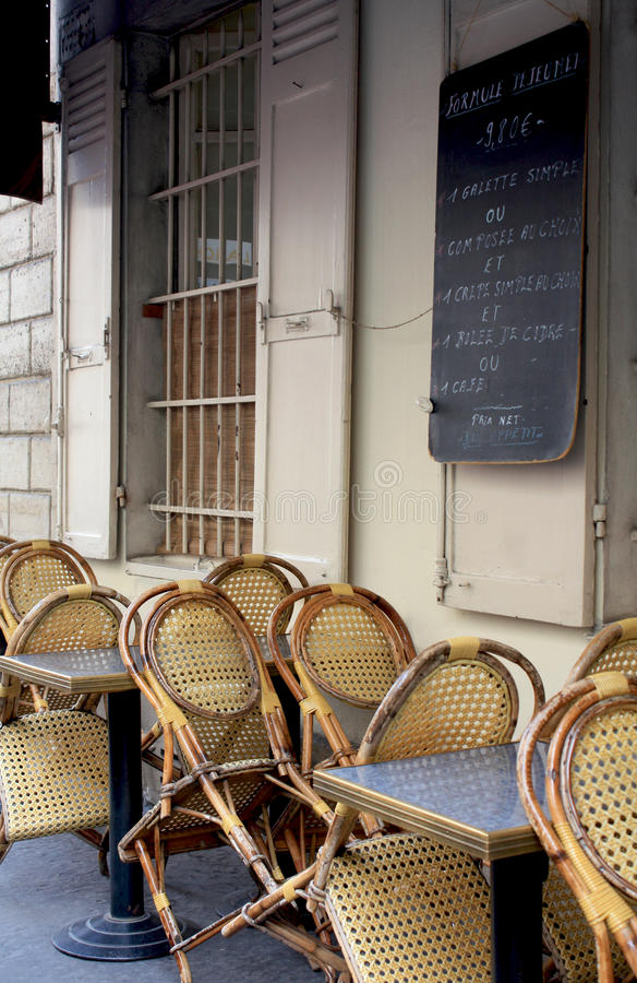 Un café en París foto de archivo libre de regalías