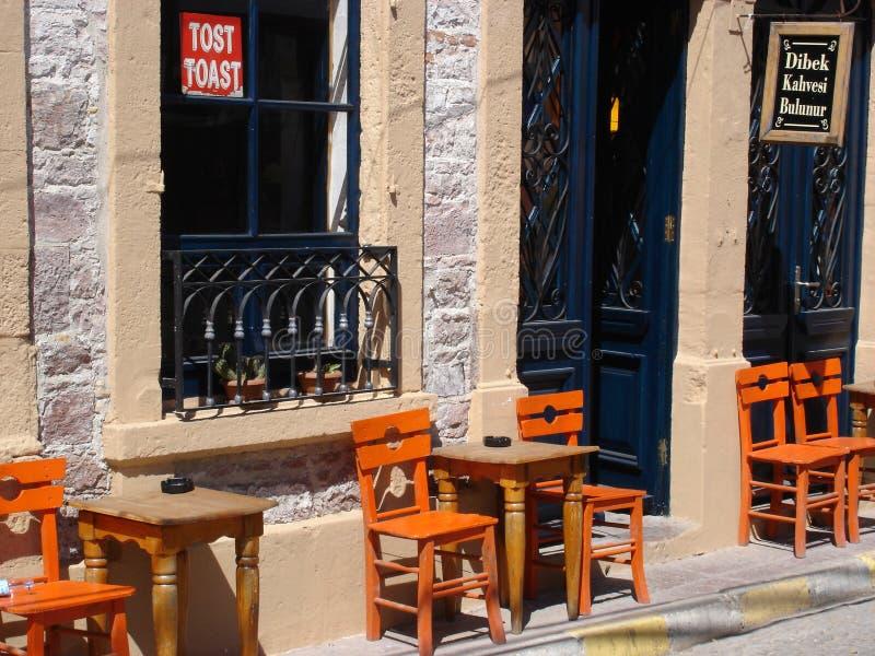 Un café sur l'île de Cunda images stock