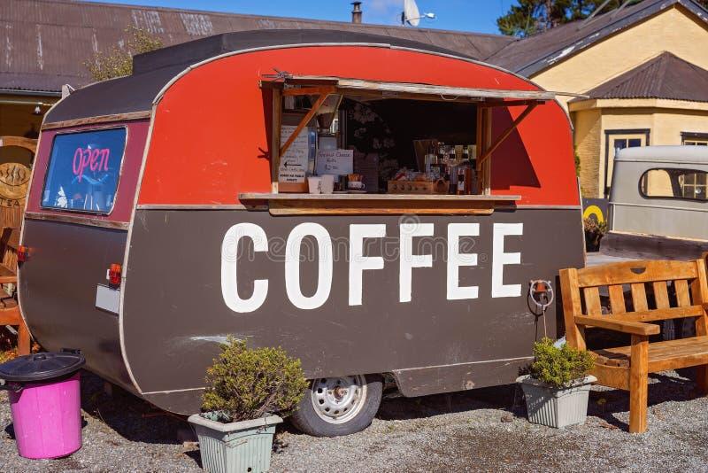 Un café viejo Van Roadside In New Zealand imágenes de archivo libres de regalías