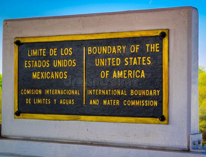Un camino de la entrada que va a Nuevo Progreso, México imagen de archivo