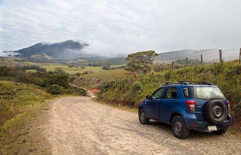 Un camino de tierra al volcán de Tenorio en Costa Rica imagen de archivo libre de regalías