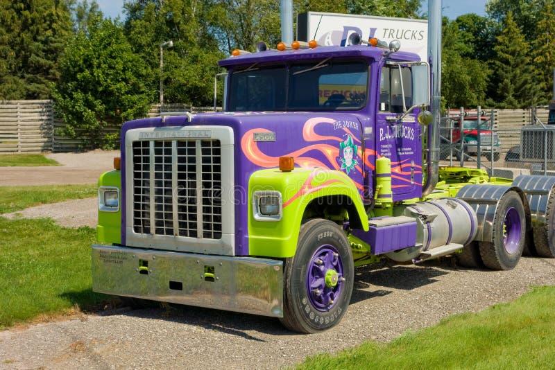Un camion coloré pour le loyer photos stock