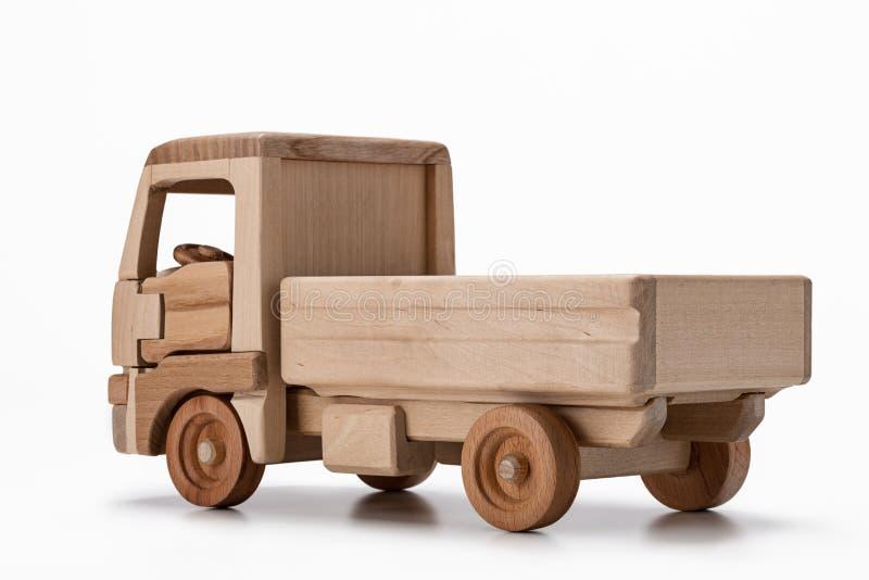 Un camion de jouet fait de bois naturel, vue arrière photos libres de droits