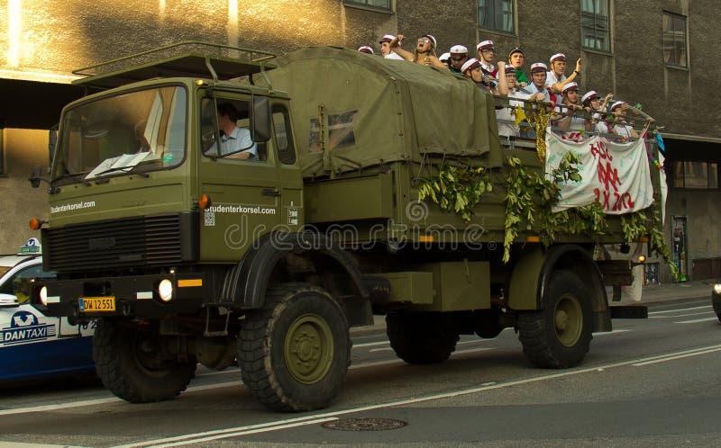 Un camion riempito di festaioli a Copenhaghen fotografia stock