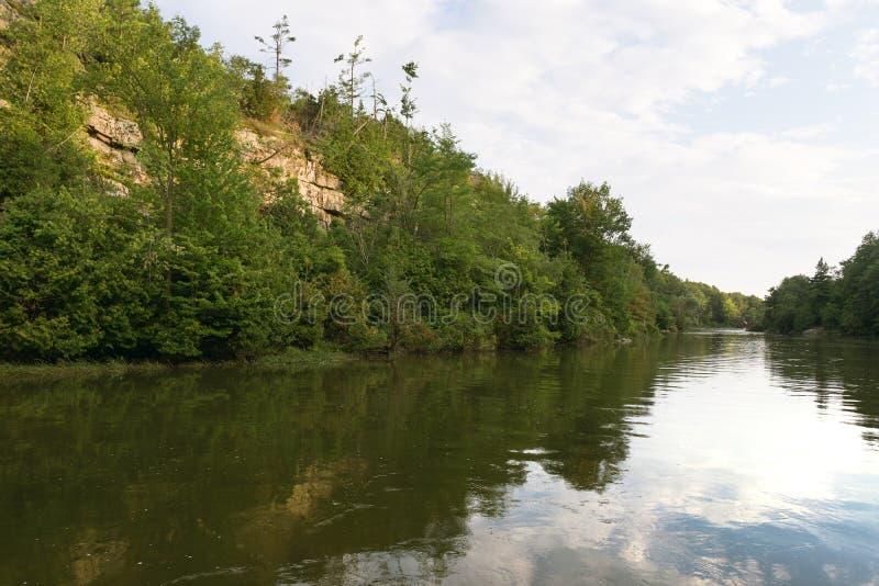Un canale calmo della barca in Ontario rurale immagine stock libera da diritti