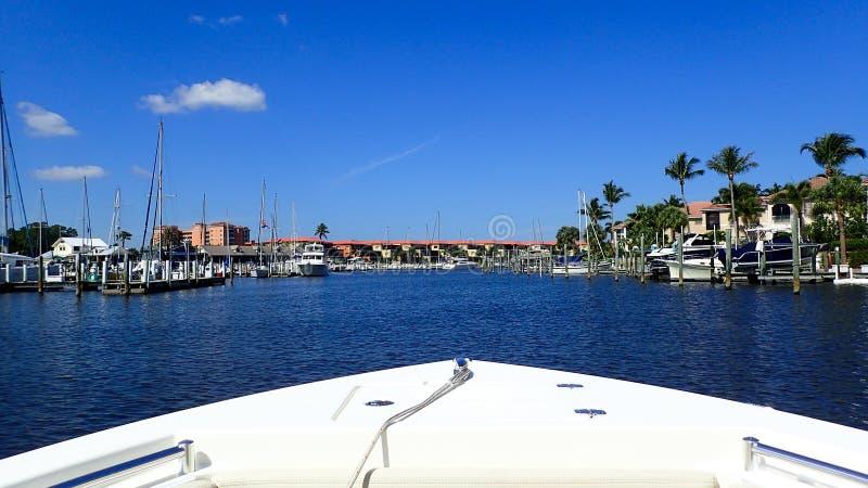 Un canotaje del día en un puerto deportivo en la Florida imágenes de archivo libres de regalías
