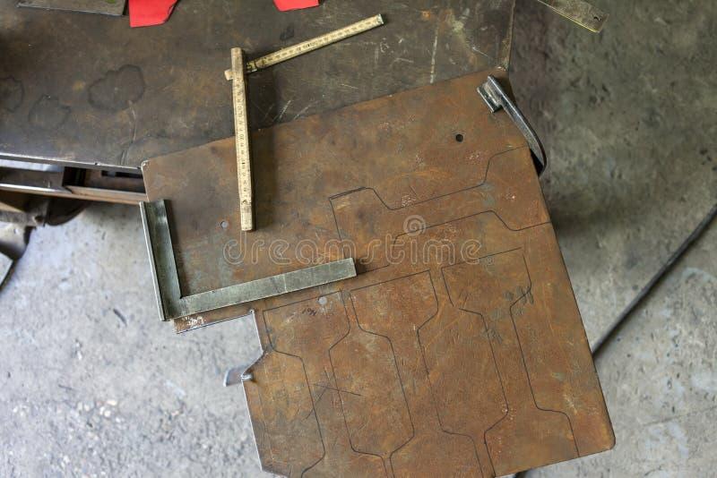 Download Un Carpentiere Che Fa Una Sedia Fotografia Stock - Immagine di fatto, tipo: 56888050
