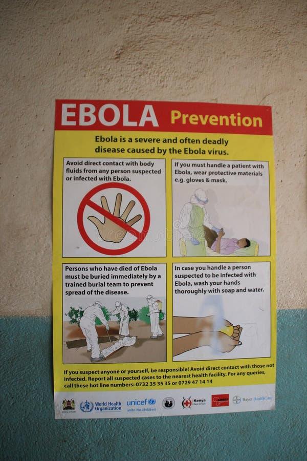 Un cartel sobre la enfermedad de Ebola en la pared del paso de frontera entre Uganda y Kenia imagen de archivo