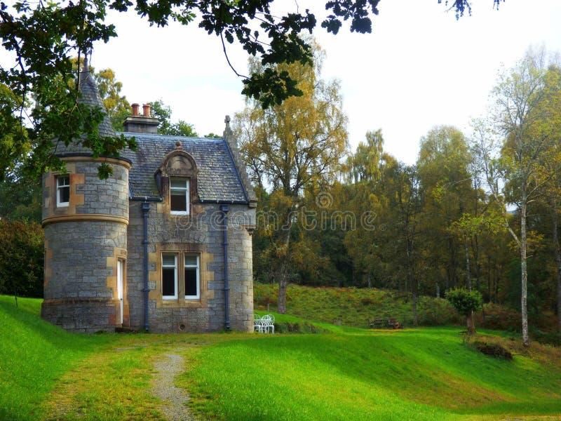 Un castello in mezzo alla Scozia fotografie stock libere da diritti