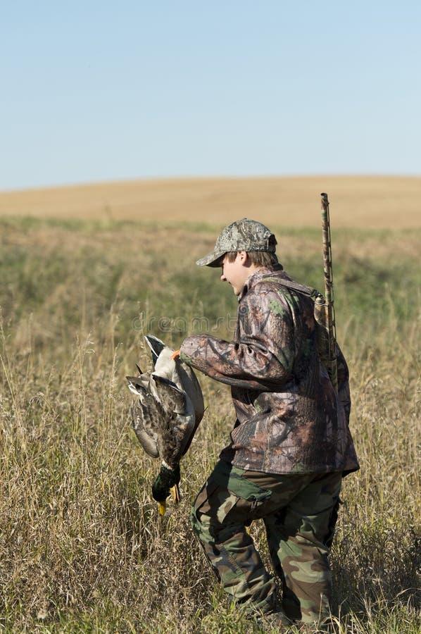 Un cazador joven del pato en Dakota del Norte foto de archivo libre de regalías