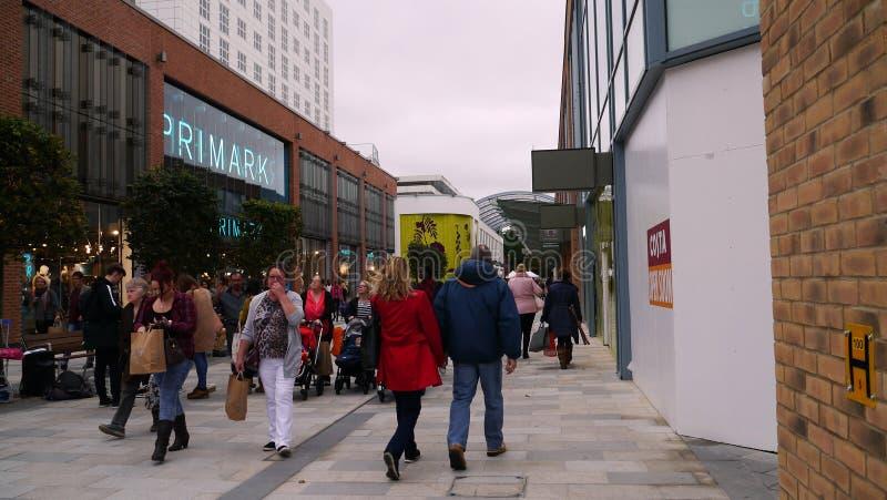 Un centro commerciale nella città Berkshire di Bracknell immagine stock libera da diritti