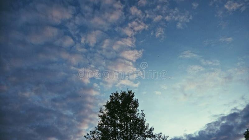 un certain espace en ciel bleu image stock