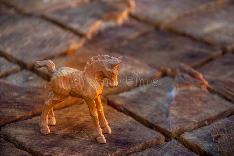 Un cheval en bois découpé photographie stock