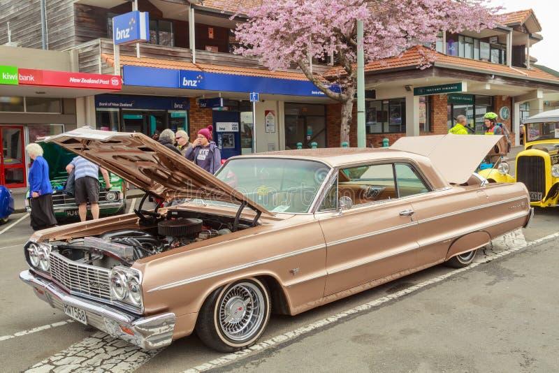 Un Chevrolet Impala 1964 sur l'affichage à un salon automobile extérieur photo libre de droits