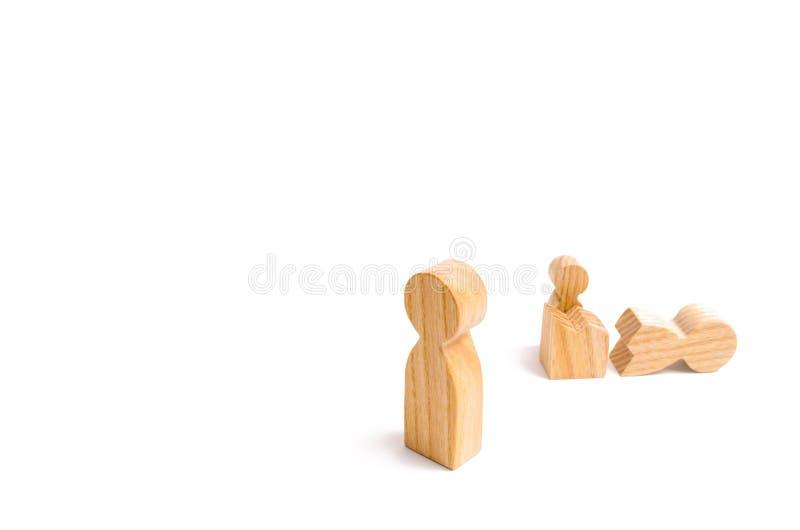 Un chiffre humain en bois a été témoin de la transformation et du changement d'une autre personne La nouvelle vie, priorités chan images stock