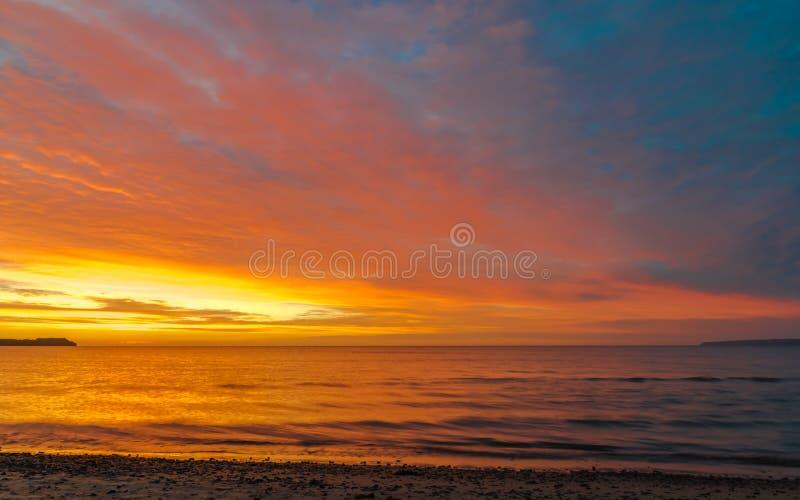 Un ciel dramatique au-dessus de la mer baltique photographie stock libre de droits