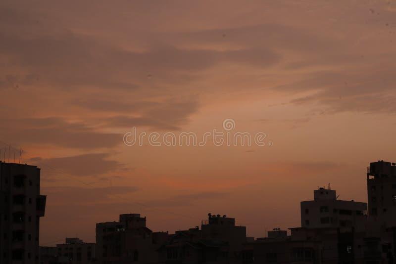 Un cielo hermoso y colores de las nubes imagenes de archivo