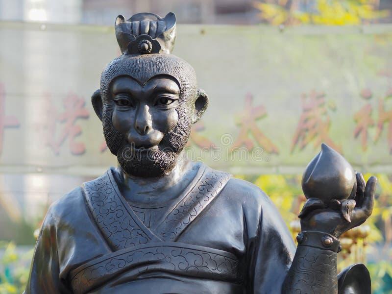 Un cierre para arriba de una de las 12 estatuas del zodiaco en el Wong Tai Sin Temple en Hong Kong fotos de archivo