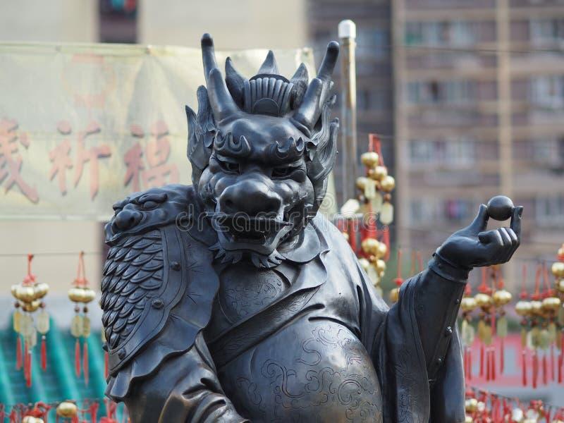 Un cierre para arriba de una de las 12 estatuas del zodiaco en el Wong Tai Sin Temple en Hong Kong imagen de archivo libre de regalías