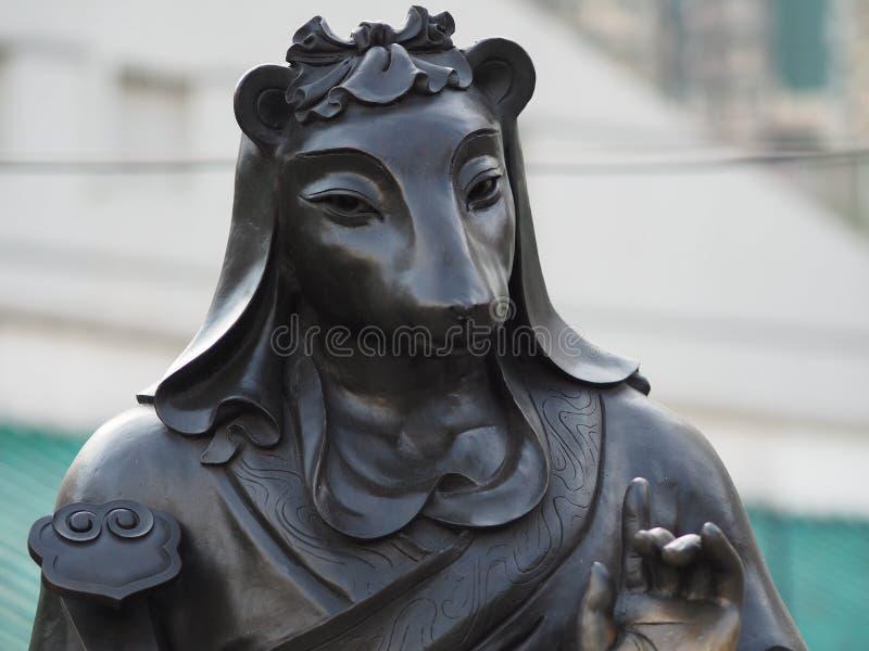 Un cierre para arriba de una de las 12 estatuas del zodiaco en el Wong Tai Sin Temple en Hong Kong fotografía de archivo libre de regalías