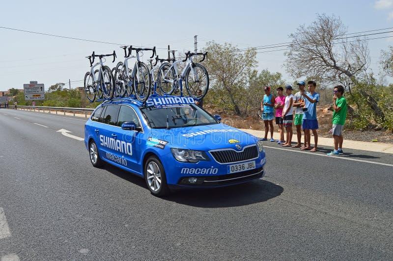 Un coche de la ayuda de Shimano de la ayuda en carrera de la bici de Vuelta España del la imagen de archivo libre de regalías