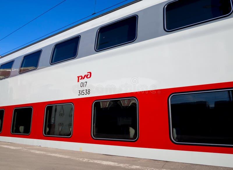 Un coche de pasajero de dos pisos del nuevo tren rápido imagen de archivo libre de regalías