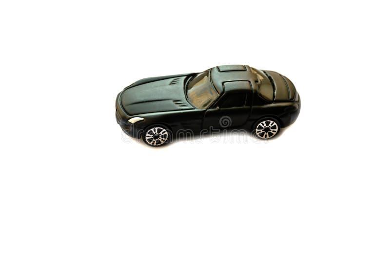 Un coche del juguete en un fondo blanco imagenes de archivo