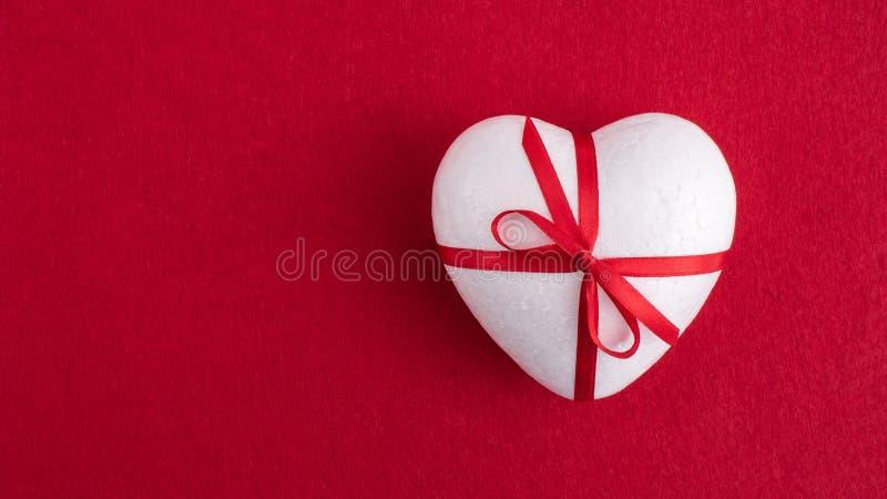 Un coeur blanc de mousse photographie stock libre de droits