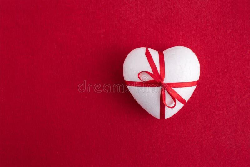 Un coeur blanc de mousse photo libre de droits