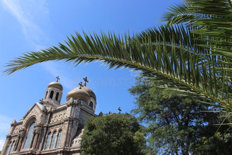 Un coin intéressant de la cathédrale en été 2018, le 12 août tourisme de Varna - de la Bulgarie images libres de droits