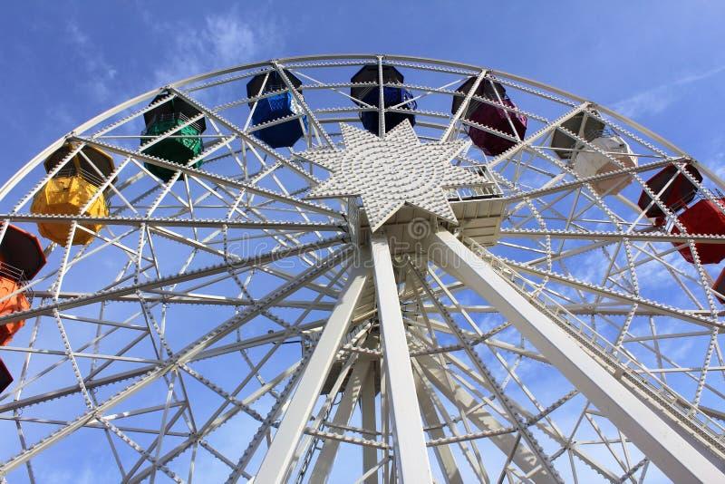 Un coloré joyeux-va-arround à Barcelone, Espagne image stock