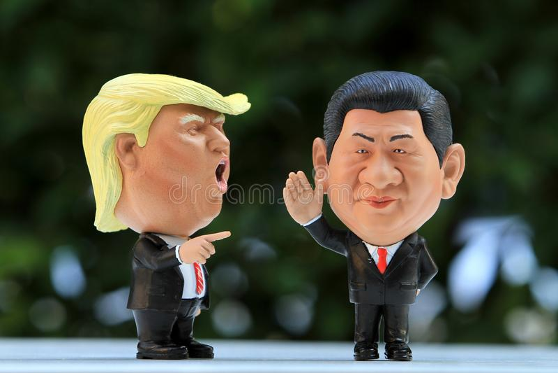 Un colpo alto vicino di un modello Figures di due capi immagine stock libera da diritti