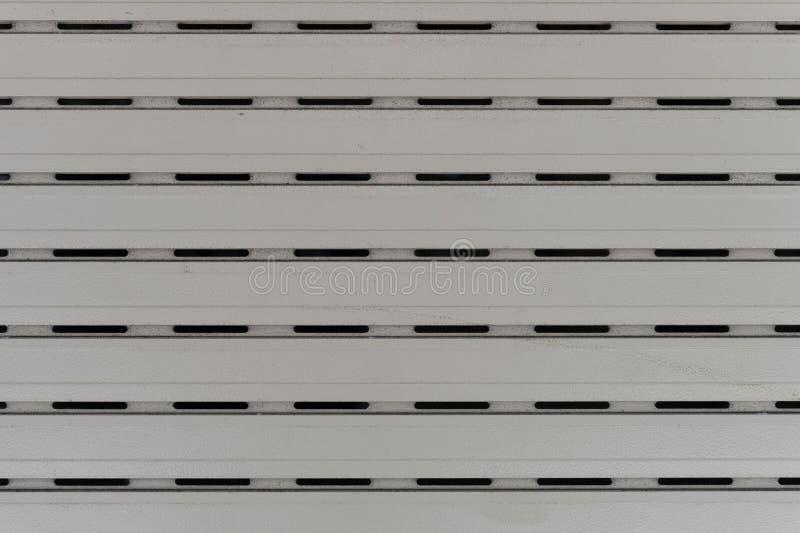 Un colpo del primo piano della porta automatica del rullo del metallo utilizzata in fabbrica, nello stoccaggio, in garage ed in m fotografia stock