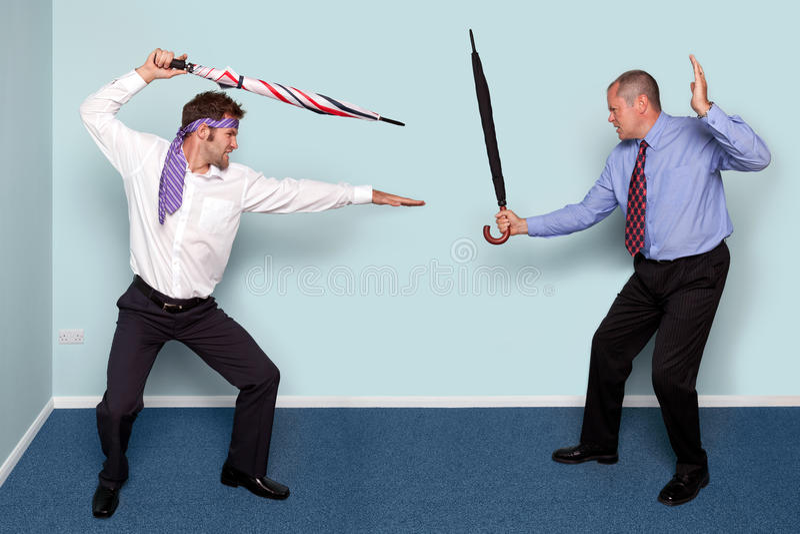 Un combattimento dei due uomini d'affari fotografia stock libera da diritti