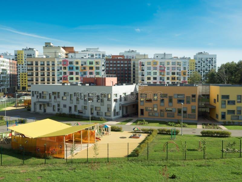 Un complejo residencial moderno kindergarten fotografía de archivo libre de regalías
