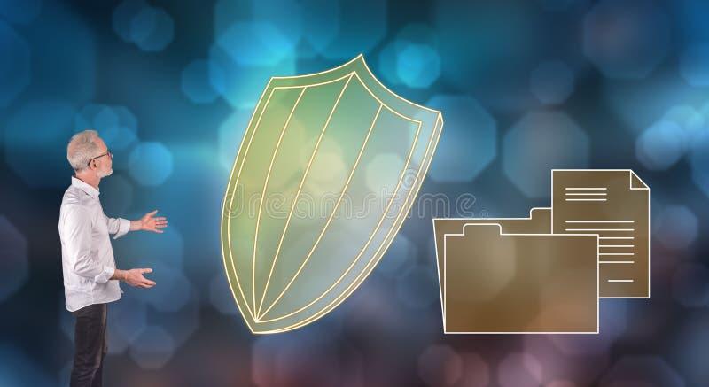 Un concetto di protezione dei dati ha spiegato da un uomo d'affari su uno schermo della parete fotografia stock libera da diritti