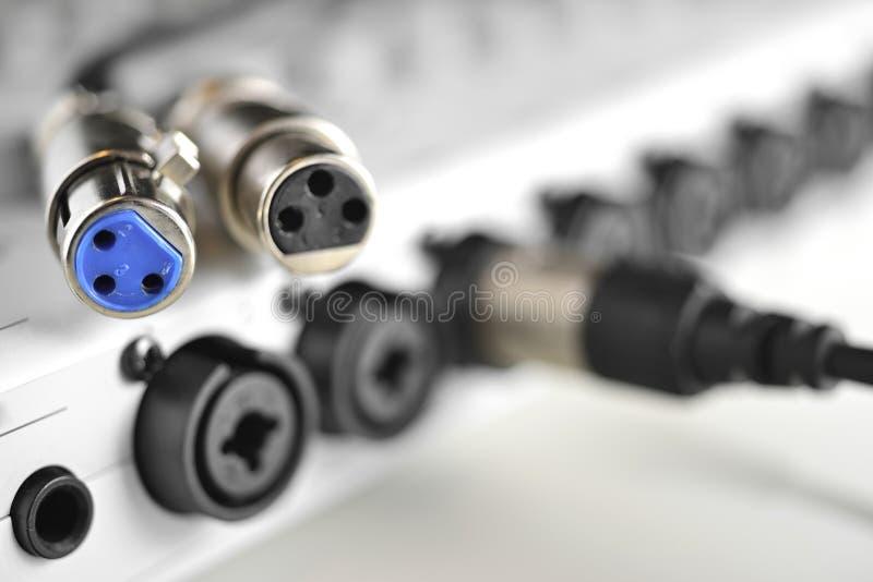 Un connettore di due XLR per i microfoni dello studio fotografia stock libera da diritti