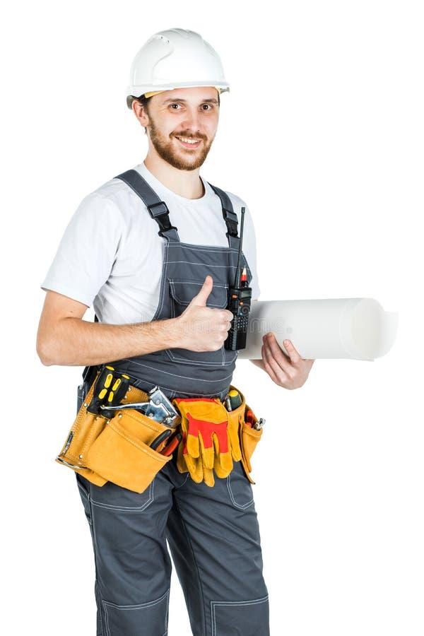 Un constructeur ou un employé dans un casque de protection avec des dessins dans l'ha photos stock