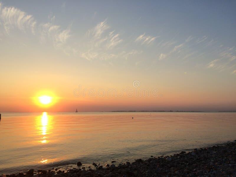 Un coucher du soleil chaud du danois d'été photo libre de droits