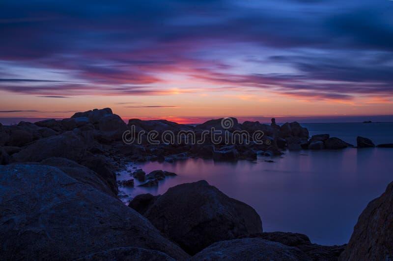 Un coucher du soleil de Guernesey images stock