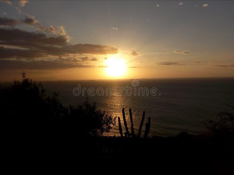 Un coucher du soleil naturel parfait photos stock