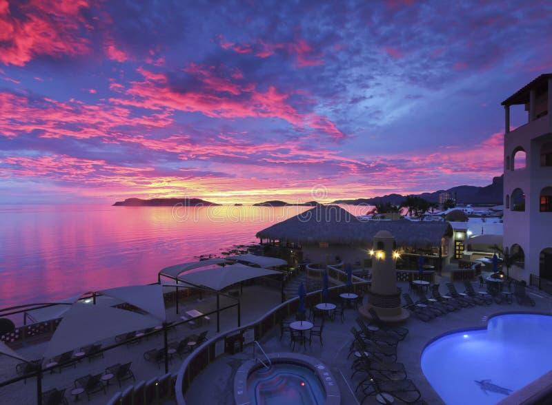 Un coucher du soleil stupéfiant, mer de Cortez Beach Club, São Carlos, Mex photo stock