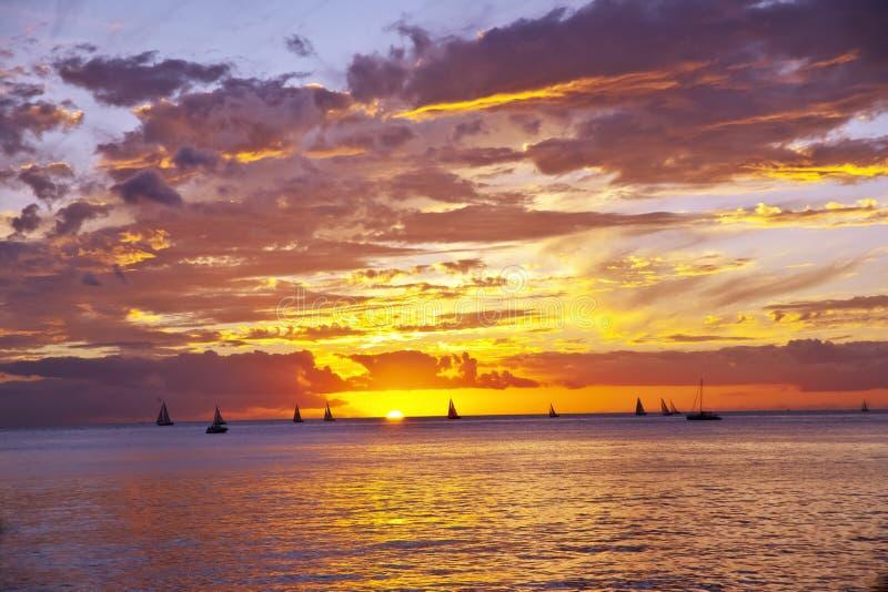 Un coucher du soleil sur Hawaï images stock