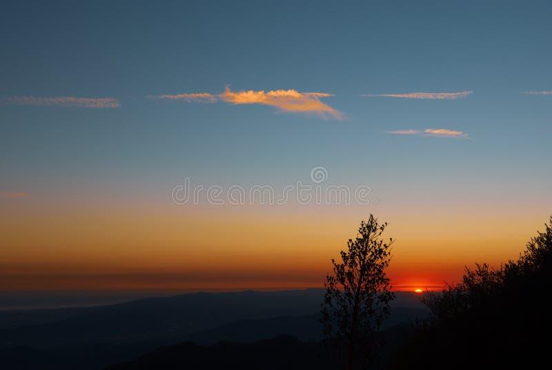 Un coucher du soleil vu du bâti Wilson Observatory images libres de droits