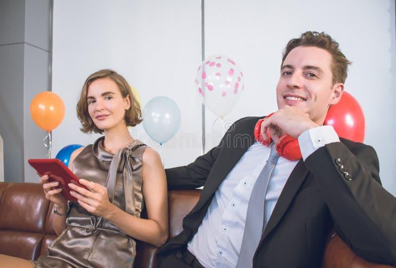 Un couple profite d'une soirée romantique image libre de droits